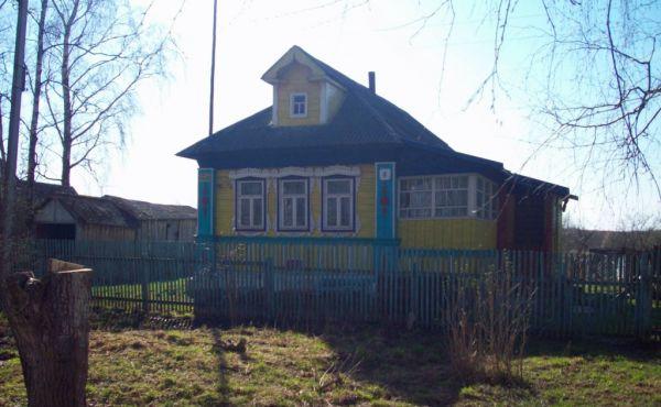 Деревянный дом в с.Ивашково Шаховского района(ГАЗ по границе)